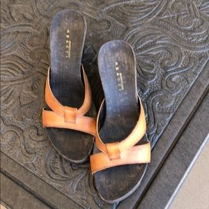 Size 71/2 Kenneth Cole Sandals
